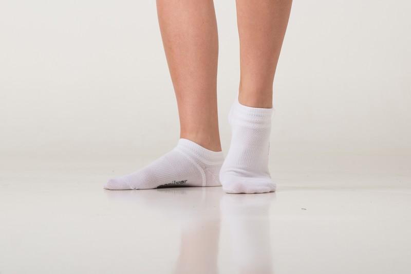 Tenké ponožky nanosilver absorbují pot. Ukázka kotníkových ponožek v praxi cd1c0c5c88