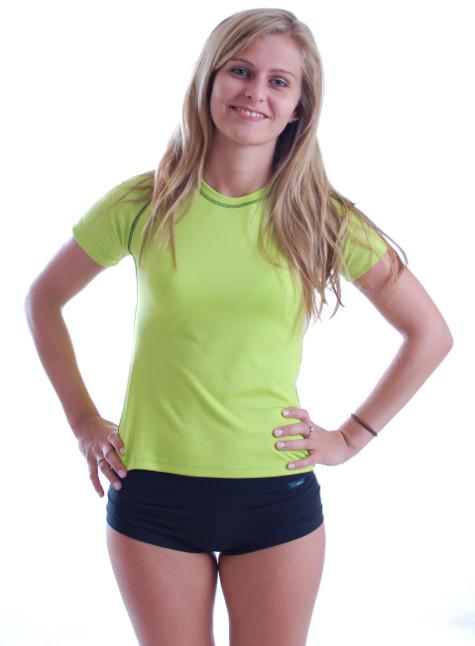 758a2e80066 Ukázka dámského sportovního trika v praxi · zelené s prošitím